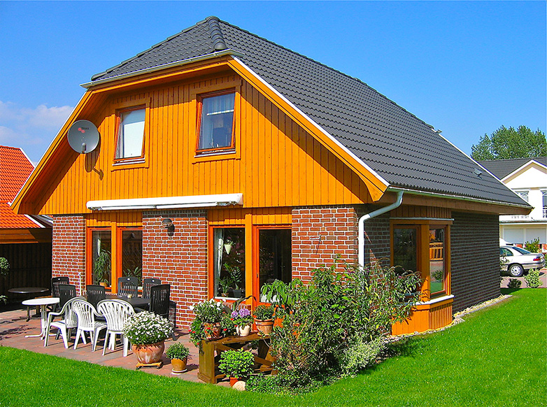 Extrem bohus   VILLA BOHUSLÄN Holzhaus mit Klinker und Krüppelwalmdach PD45